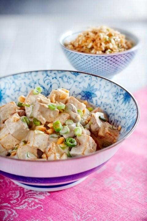 DINER – Curry met tofu en gebakken rijst