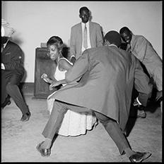 Malick Sidibé, Dansez le Twist, 1965 © Malick Sidibé, Courtesy Galerie MAGNIN-A, Paris